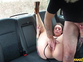 Top MILF drives man crazy with her porn style
