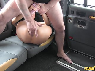 Intense back seat porn with the older taxi driver