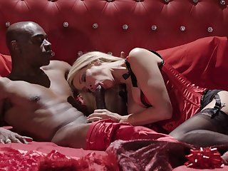 Blonde wife attains high levels of pleasure due to this BBC
