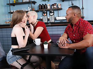 Menage A Trans #06 - Izzy Wilde, Sidra Sage & Dillon Diaz